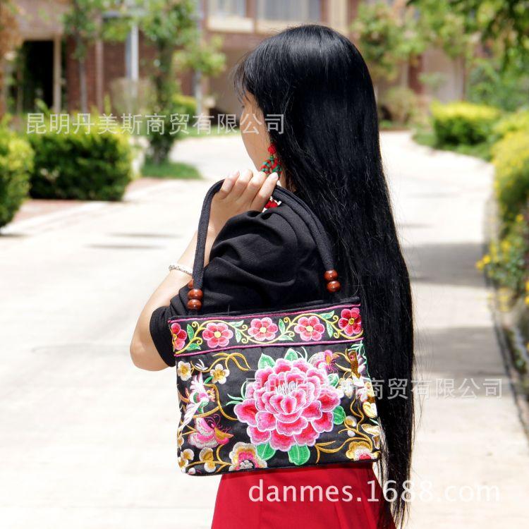 新款手提绣花包包批发 精美珠子绣花款 民族风特色产品 旅游包包