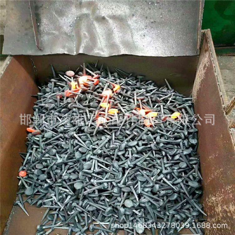 煤矿铁路道钉 矿用轻轨小道钉 工矿铁路配件专用 普通道口钉