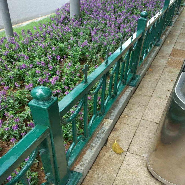 洛阳锌钢草坪护栏定制 景区园艺护栏 锌钢草坪隔离栏