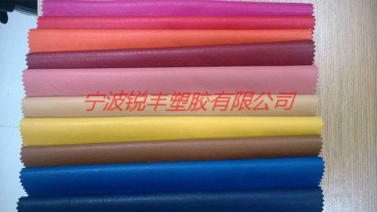 厂家大量供应PU服装面料、皮衣皮裤皮革。