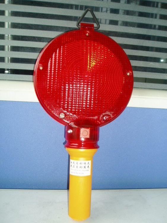 厂家直销太阳能大饼灯 道路施工交通路障灯 LED闪光路锥灯