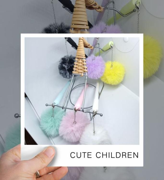 韩版创意文具可爱毛绒吊坠纯色毛球中性笔全针管水笔防尘塞签字笔