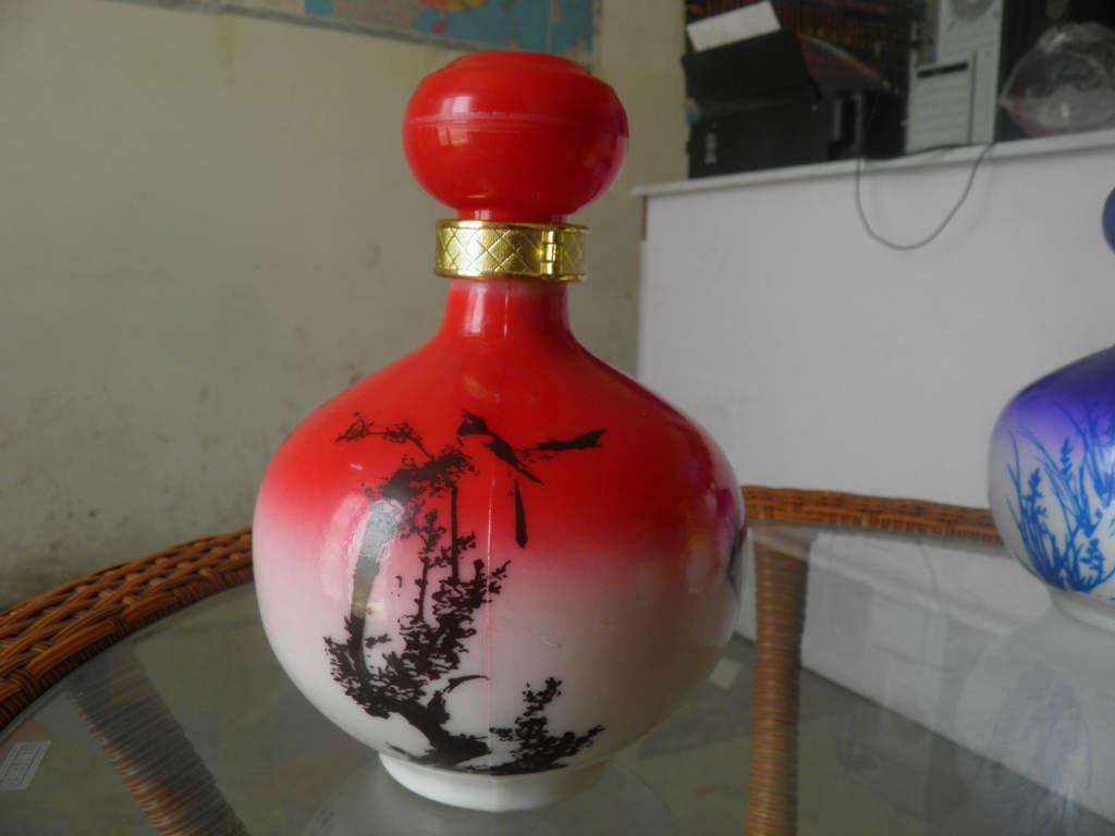 高白料玻璃酒瓶彩瓶 红酒白酒瓶 饮料瓶 量大从优 欢迎选购