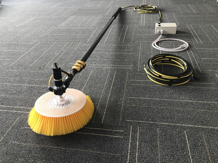 光伏板清洗设备分布式清洁工具荒漠电站9米加长杆光伏板组件清洗