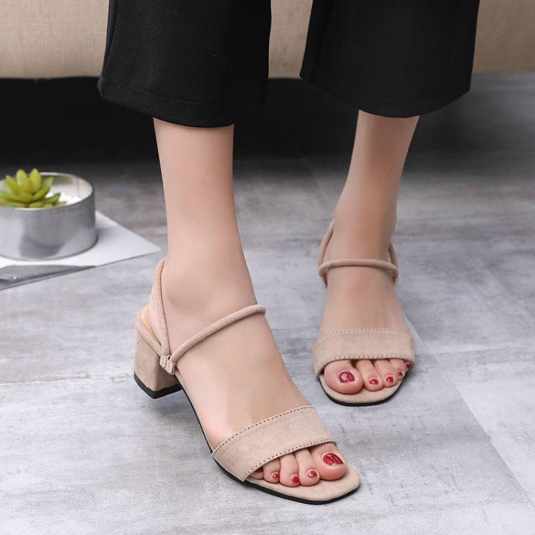 高跟鞋粗跟夏季一字扣带夏天女鞋子2018新款女士罗马中跟两穿凉鞋