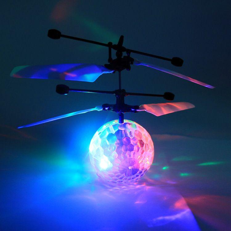 供应夜市地摊5-12岁儿童玩具感应悬浮飞行器透明发光球水晶球