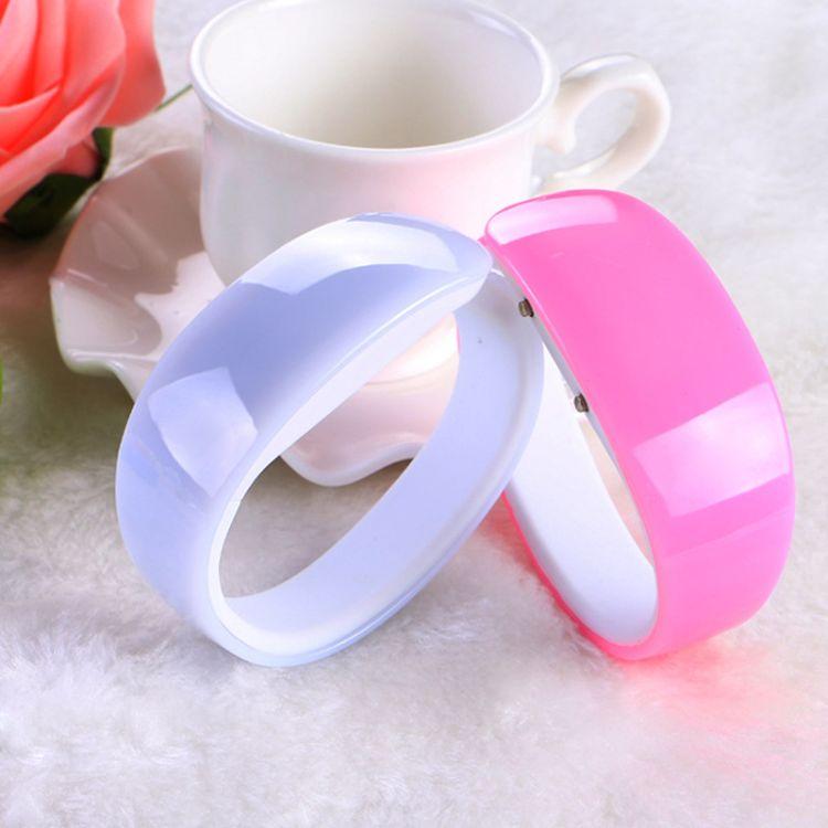 工厂批发韩国爆款创意女士LED海豚表手镯表硅胶动漫儿童手环手表