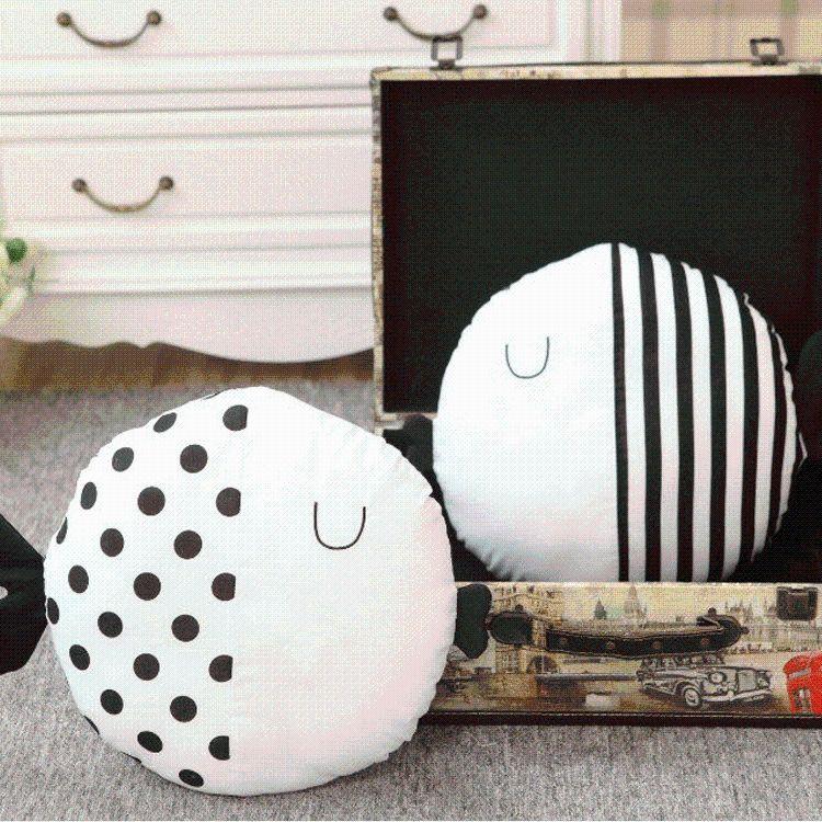 ins玩具卡通条纹波点小鱼抱枕靠垫儿童安抚枕陪睡玩偶拍照装饰