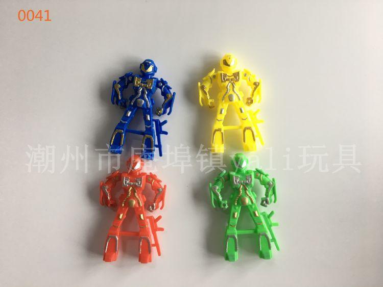 儿童塑料小玩具 彩色丝印机器人 厂家直发 糖果赠品玩具
