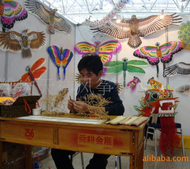 供应纯手工传统高档礼品龙头蜈蚣风筝,世博会上风筝扎制表演