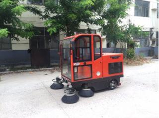 隆顺LS-1860座驾式电动扫地车 环卫电动扫地车