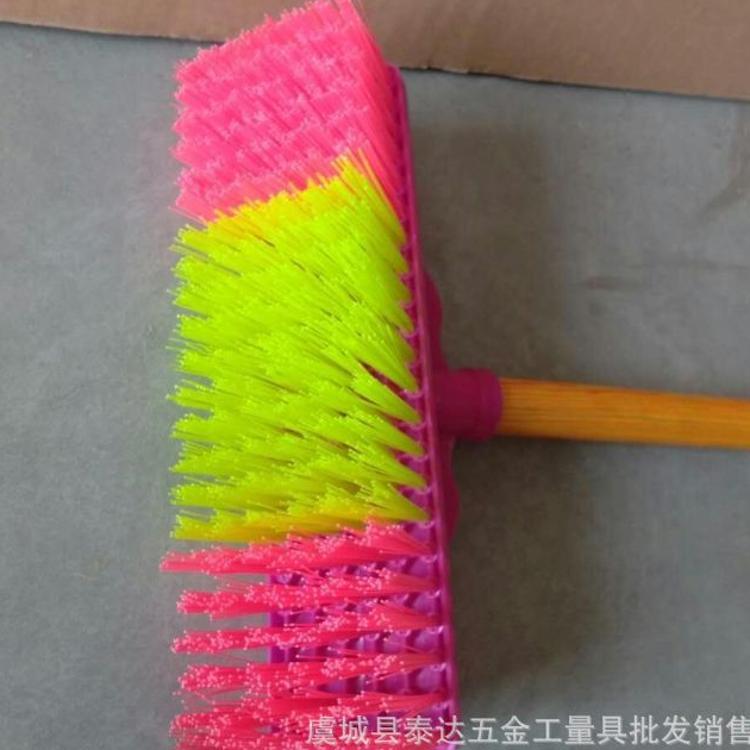厂家直销 硬丝地板刷 除污刷 木柄地板擦 塑料地擦 塑料扫把